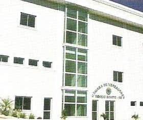 Atual prédio da Prefeitura, inaugurado em 11 de dezembro, onde passa a funcionar a Câmara de Vereadores.