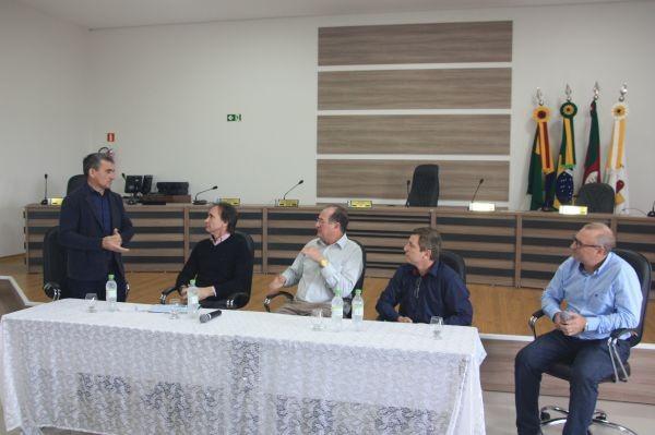 Câmara recebe secretário dos transportes e lideranças