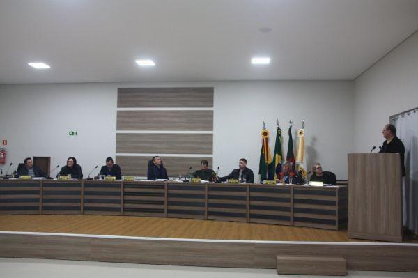 Prefeito participa de sessão no Legislativo